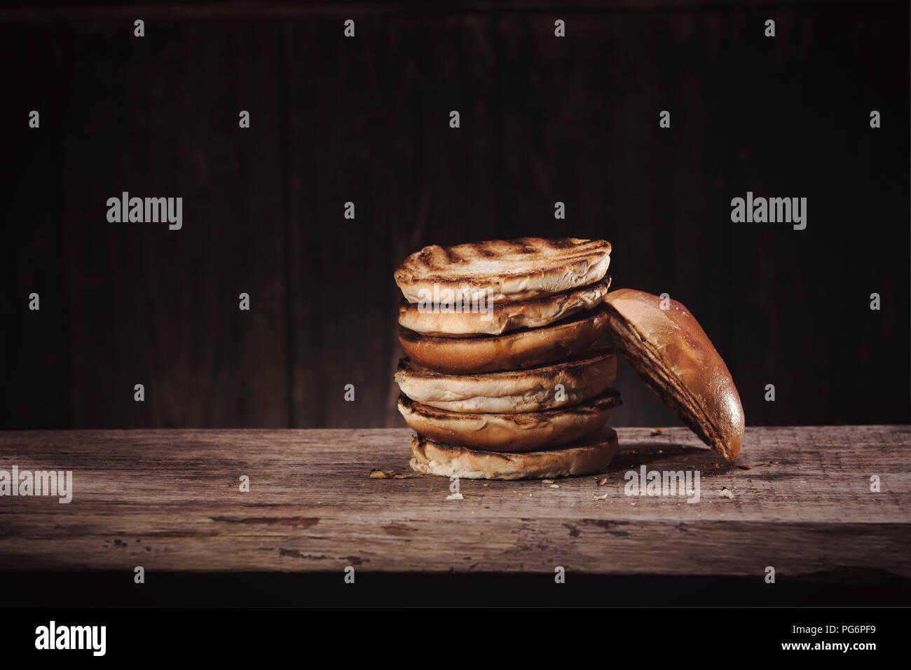 Burgerbuns sur bois Photo Stock