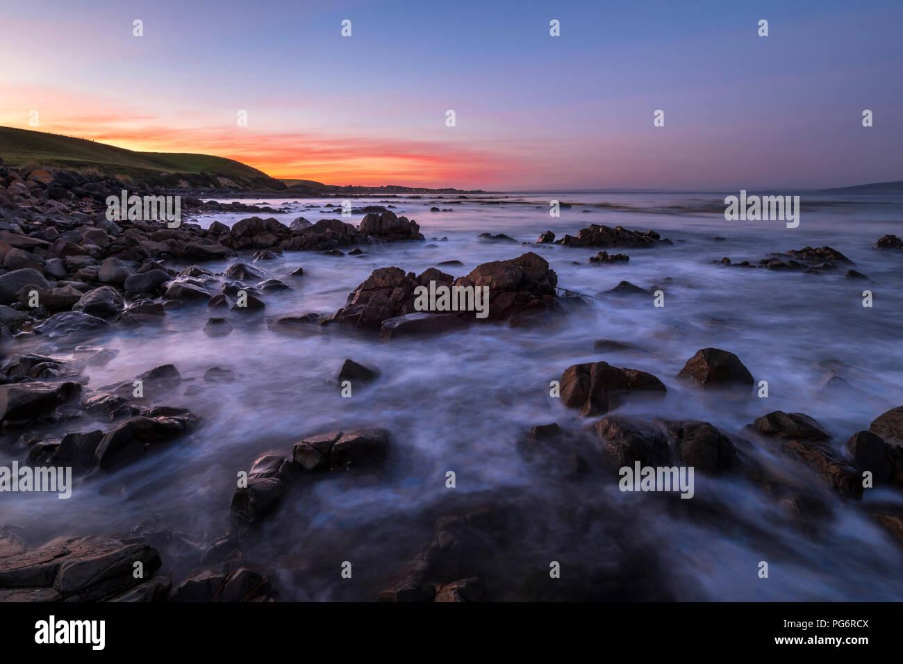 Nouvelle Zélande, île du Sud, le sud de l'itinéraire touristique, Catlins, coucher du soleil à Kaka Point Photo Stock
