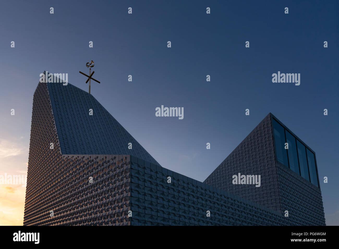 Germany, Bavaria, Poing, Sel de l'Église. Rupert Mayer dans la lumière du soir Photo Stock