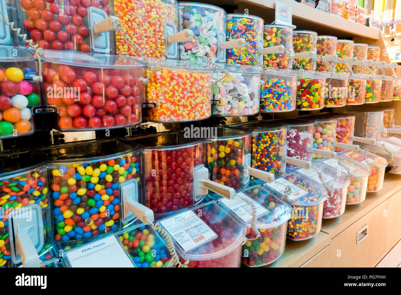 Sélection de divers distributeurs de bonbons dans la région de candy store - USA Photo Stock