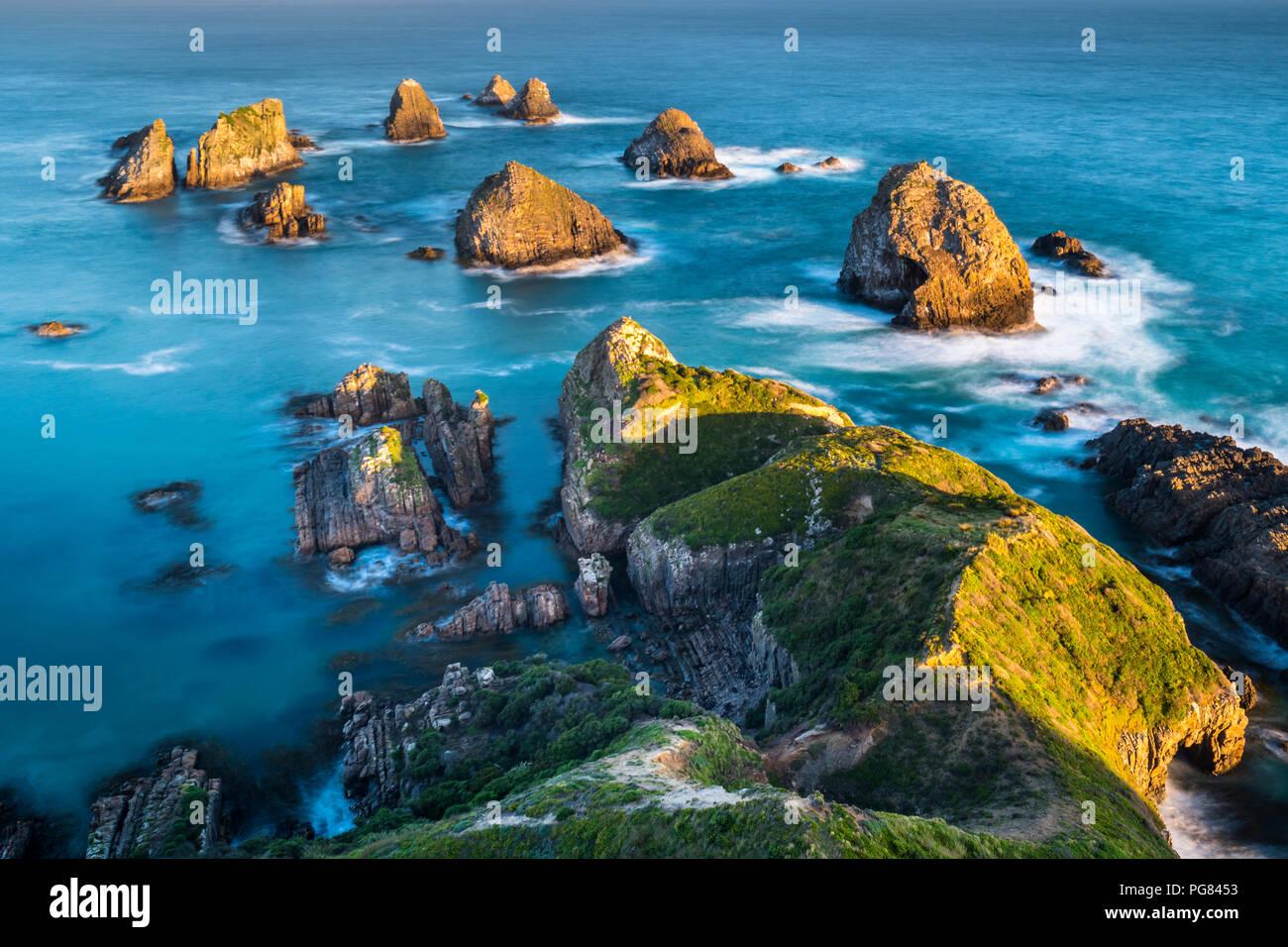 Nouvelle Zélande, île du Sud, le sud de l'itinéraire touristique, Catlins, coucher du soleil à Nugget Point Photo Stock