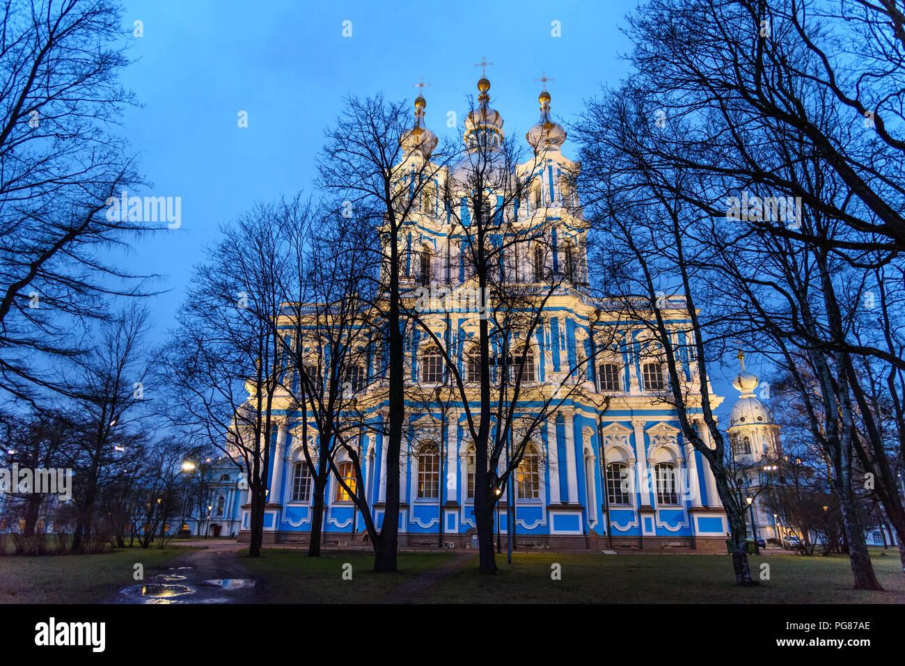 La nuit cathédrale Smolny à Saint-Pétersbourg. La Russie Photo Stock