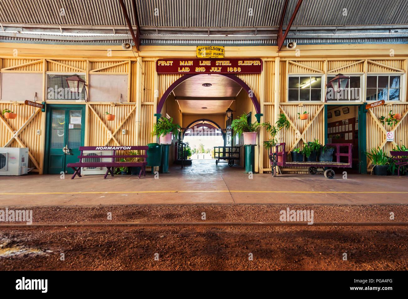 La gare de Normanton à la Savane à distance. Banque D'Images