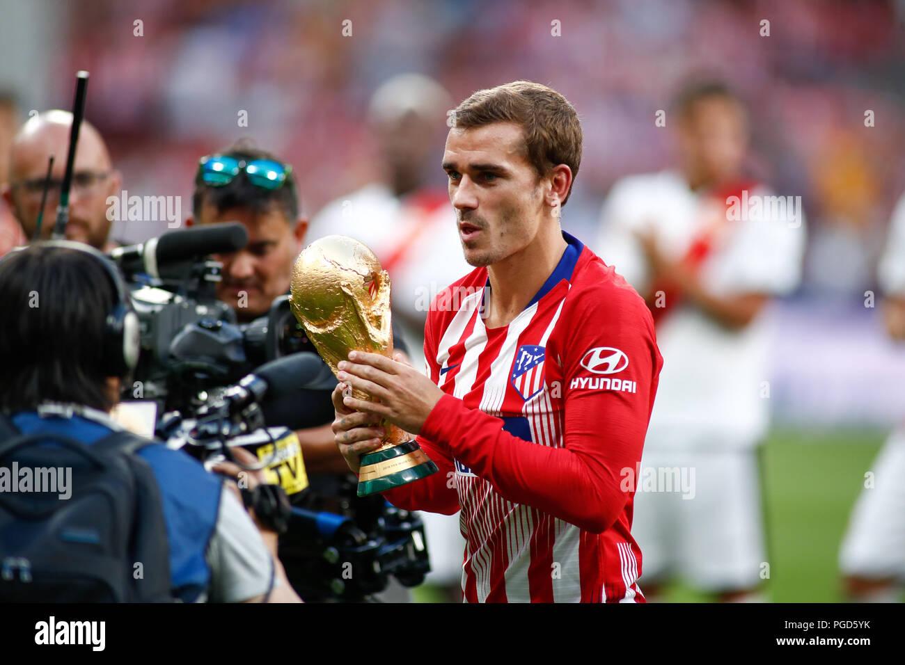 Griezmann de l 39 atletico de madrid avec la coupe du monde au cours de la ligue espagnole la liga - Coupe de la liga espagnol ...