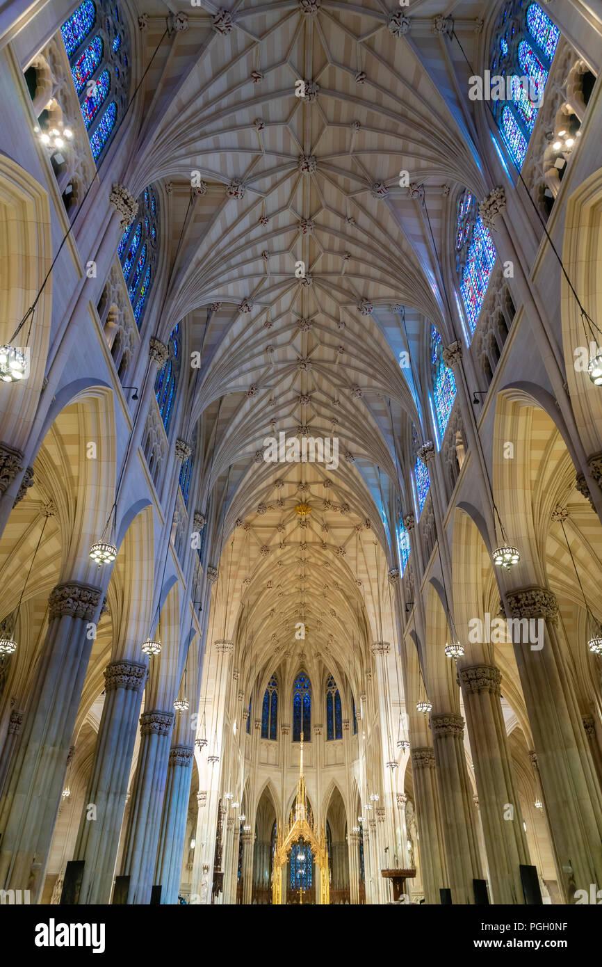 L'intérieur de la Cathédrale St Patrick à New York City Banque D'Images