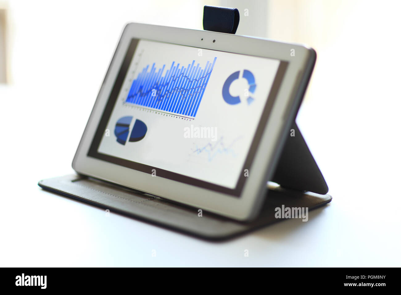 Image d'un bureau de travail avec le document, le pavé tactile Photo Stock