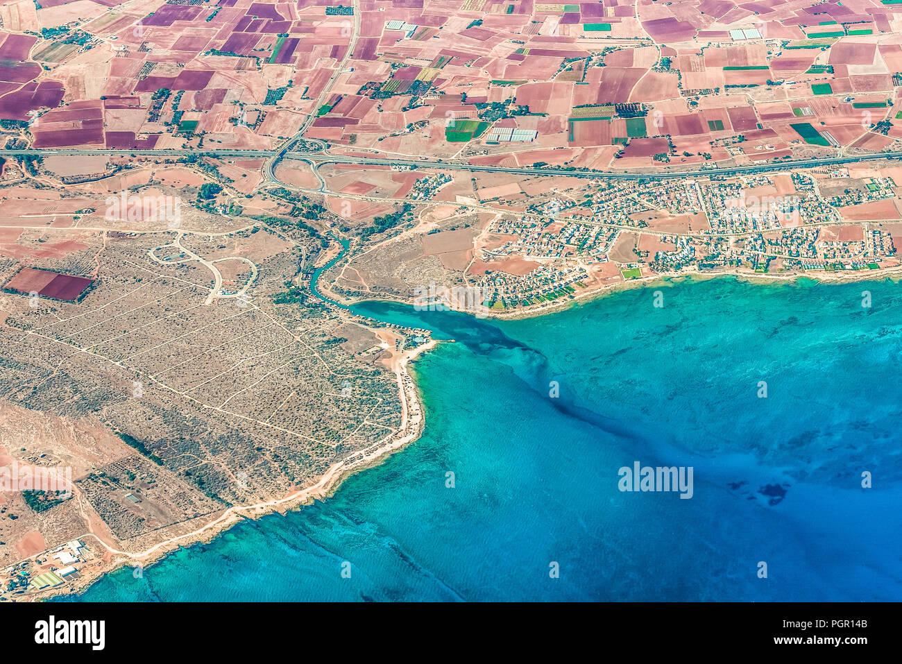 Fragment de la belle rive de Liopetri, Chypre dans la région de la célèbre plage d'Ayia Napa. Ici, c'est la meilleurs restaurants de poisson de l'île Banque D'Images