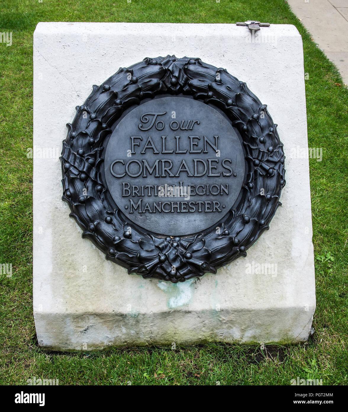 Plaque au pied de Manchester en Angleterre monument commémoratif de guerre à nos camarades tombés Légion britannique Manchester Photo Stock