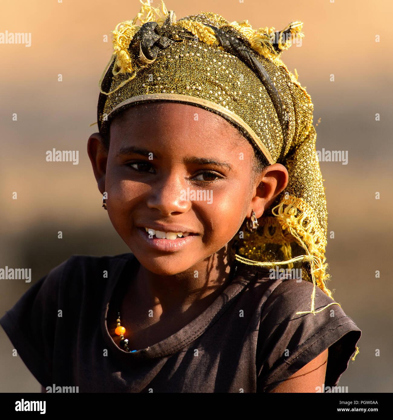 d sert de ferlo s n gal apr 25 2017 petite fille peul non identifi s en foulard sourit. Black Bedroom Furniture Sets. Home Design Ideas
