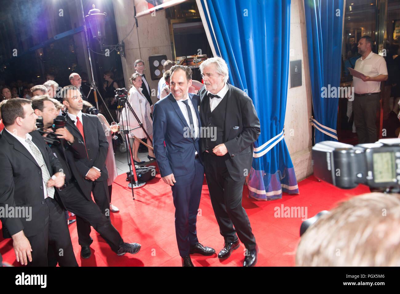 Peter Simonischek vu à la cérémonie d'en face de l'hôtel Bayerischer Hof, le Filmfest München 2016 Banque D'Images