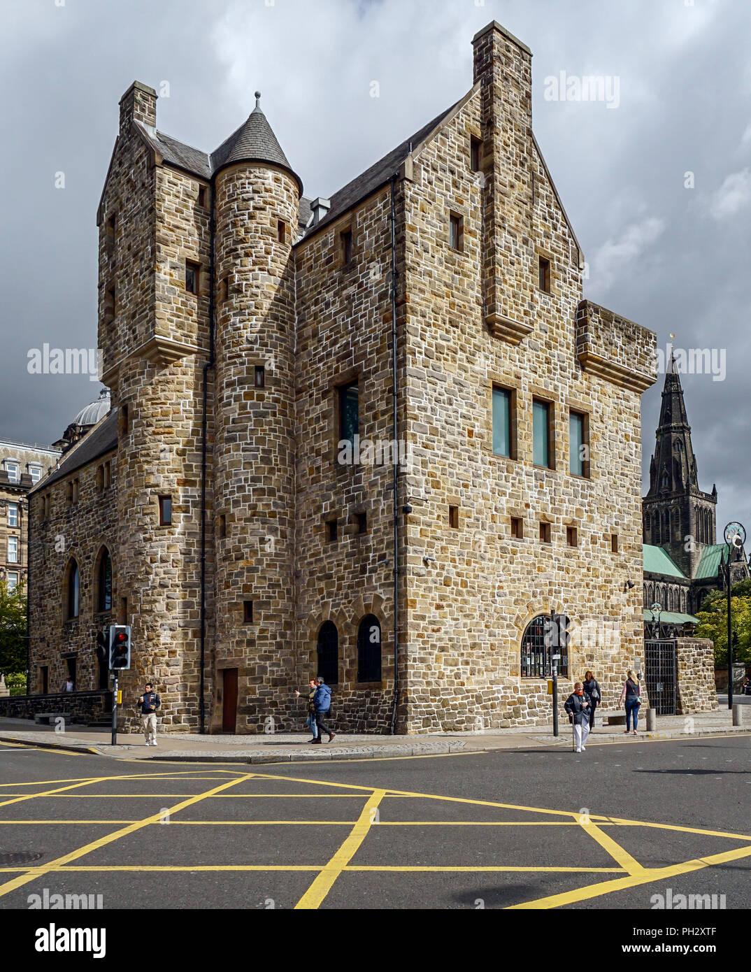 St Mungo Museum of Religious Art & Vie de Château Street Glasgow Scotland UK Banque D'Images