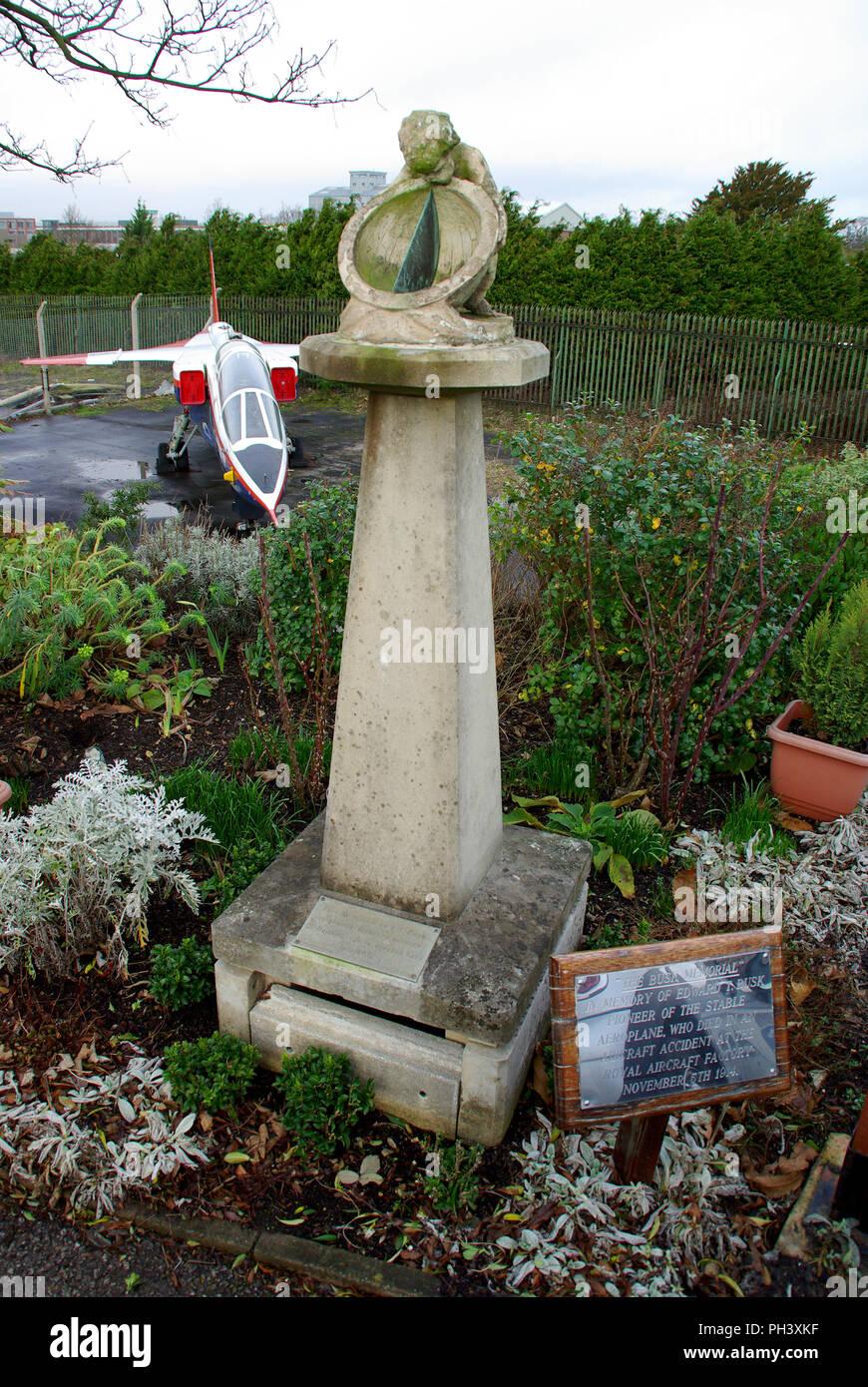 Le Busk Memorial. Lieutenant-Teshmaker Busk, Londres les ingénieurs en électricité. RE(T) était un pionnier du début de la conception des avions. Avion Banque D'Images
