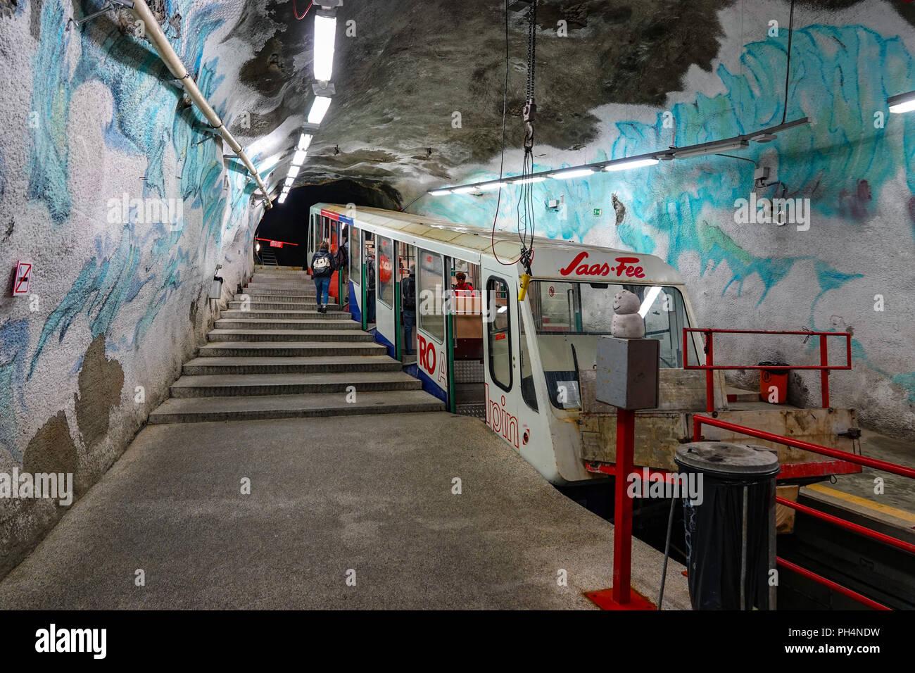 Metro train alpin, Saas Fee, Mittelallalin de ski d'été, Saastal, Suisse, Photo Stock