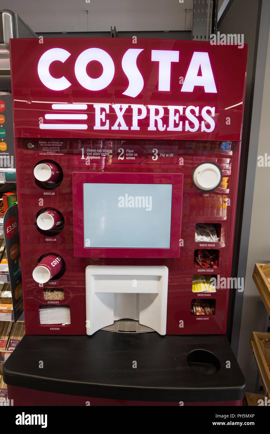 CoOp supérette. Boutique de l'intérieur y compris Costa Express machine à café Photo Stock
