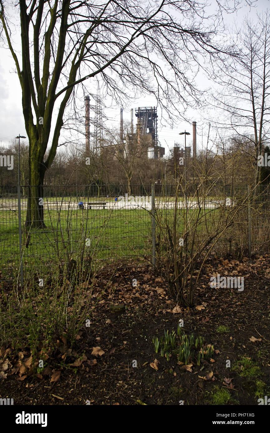 Schwelgerpark avec l'industrie, Duisburg, Allemagne. Photo Stock