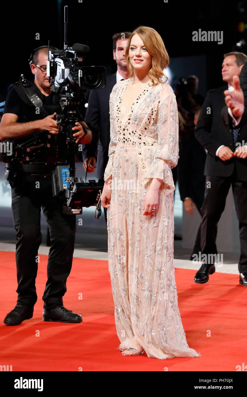 Venise, Italie - 30 août: Emma Stone arrive à la 'La Favorite' premiere pendant le 75e Festival du Film de Venise au Palazzo del Cinema le 30 août 2018 à Venise, Italie. Crédit: John/MediaPunch Rasimus ***FRANCE, SUÈDE, NORVÈGE, FINLANDE, USA, DENARK, la République tchèque, l'AMÉRIQUE DU SUD SEULEMENT*** Banque D'Images