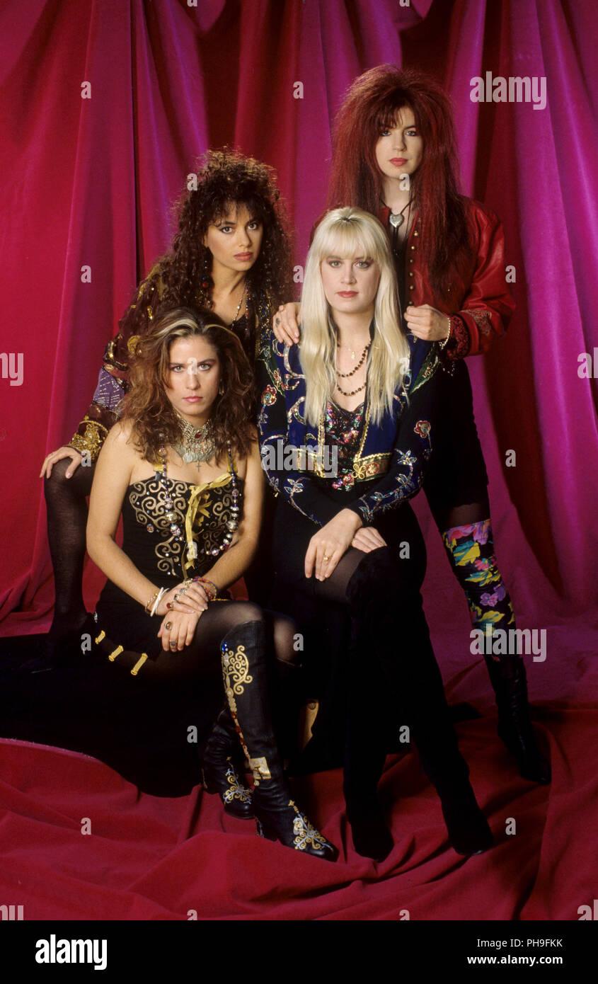 dbbe0a522aef3 The Bangles (l-r) : Vicki Peterson, Susanna Hoffs, Debbi Peterson ...