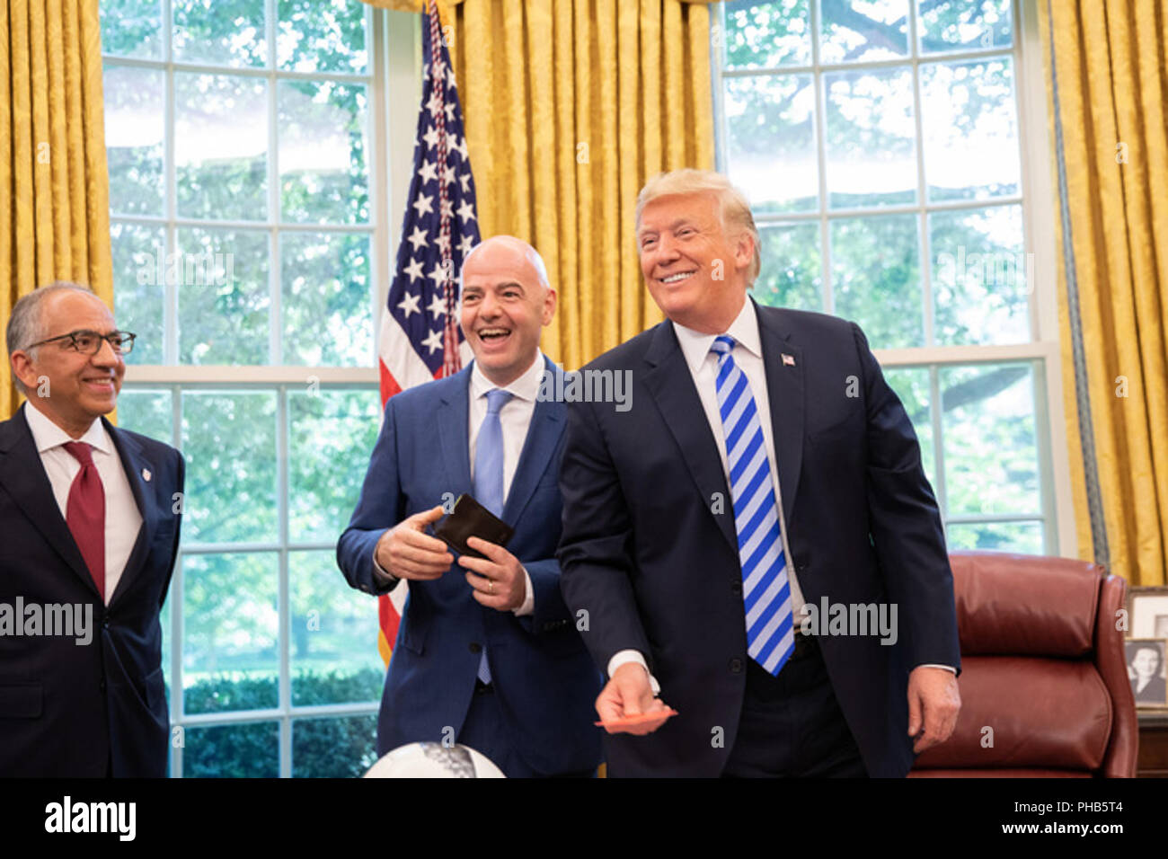 Le président donald j. trump rencontre gianni infantino président