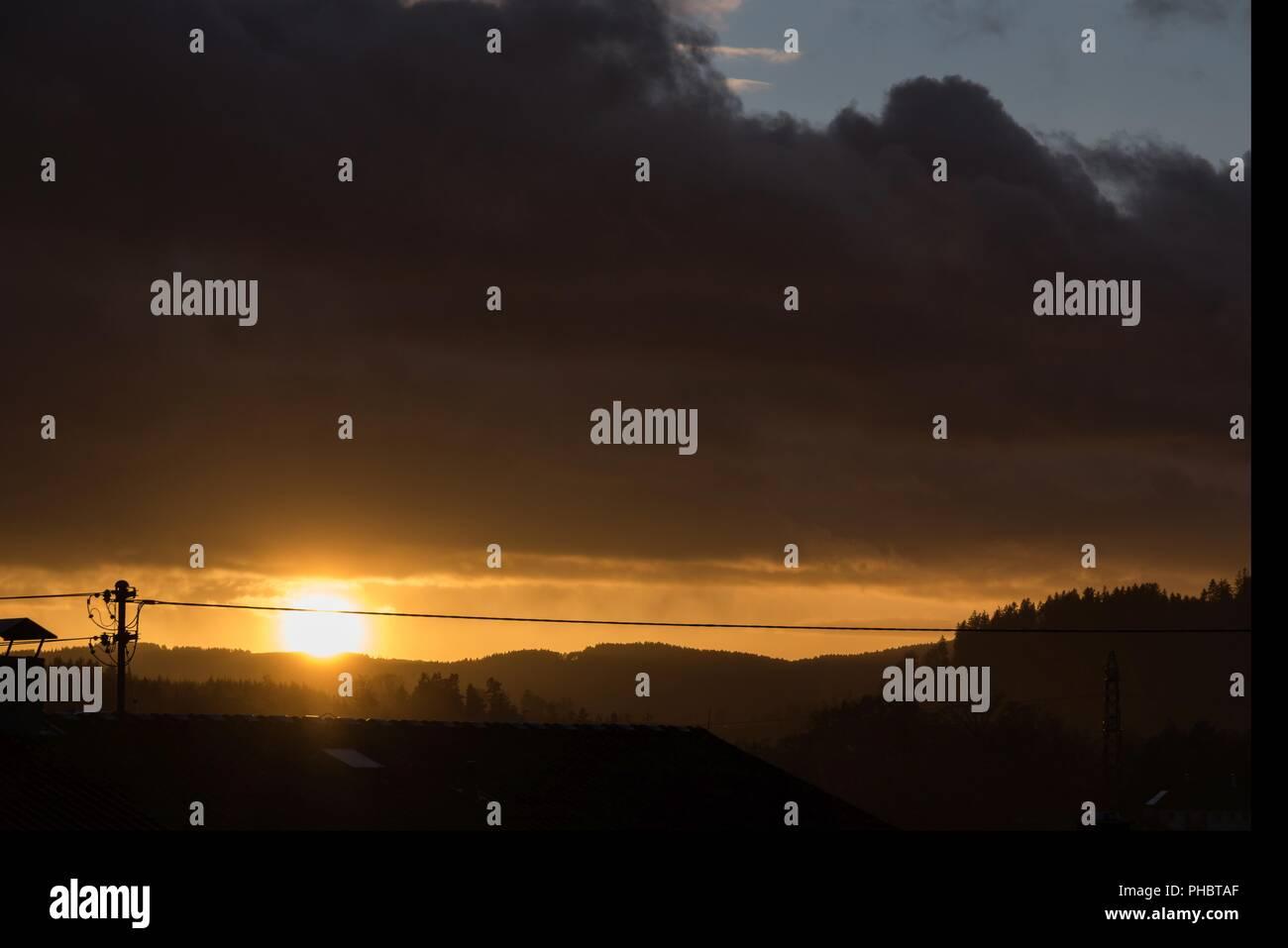 Malgré le coucher du soleil romantique violente tempête - Météo cape Photo Stock