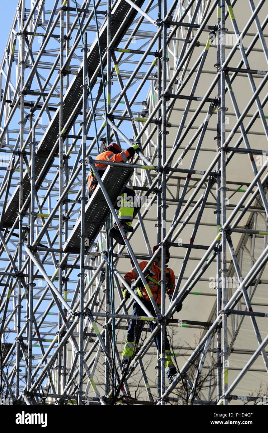 Assembler les travailleurs de la construction métallique Photo Stock