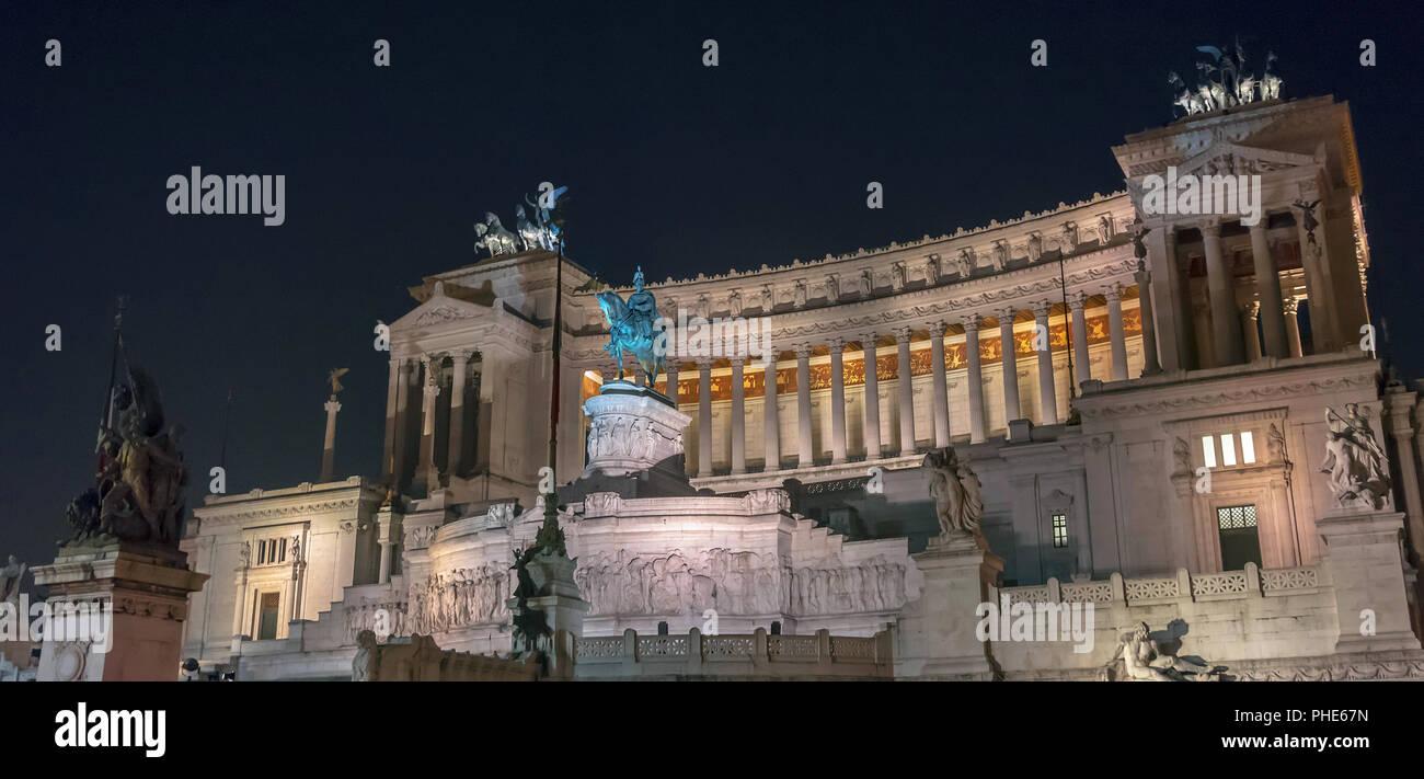 Vue de la nuit de Vittoriano à Rome Photo Stock