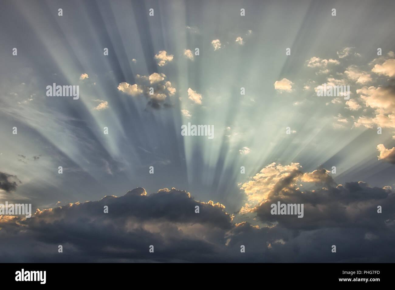 Les rayons du soleil pour faire une scène d'inspiration Photo Stock