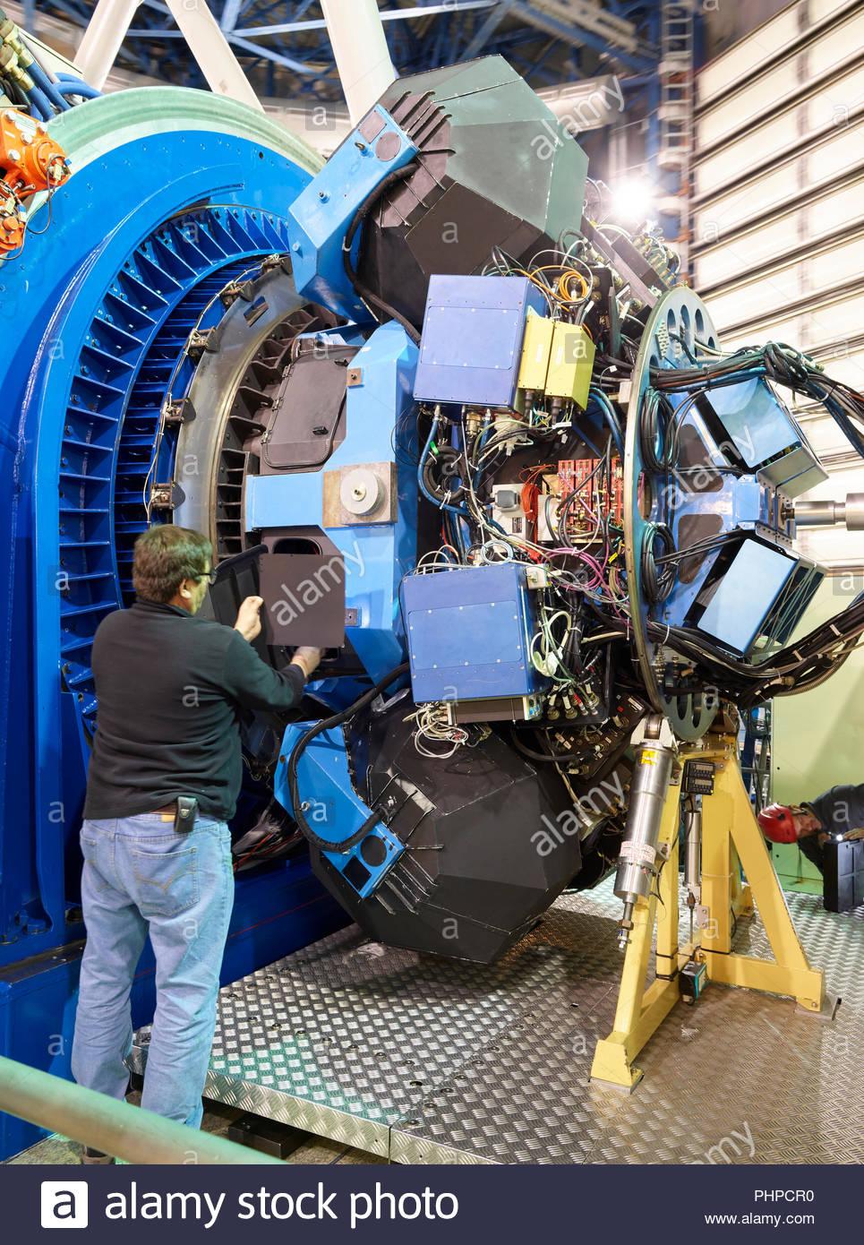 Réglage de l'astronome à l'observatoire du Paranal machines au Chili Photo Stock