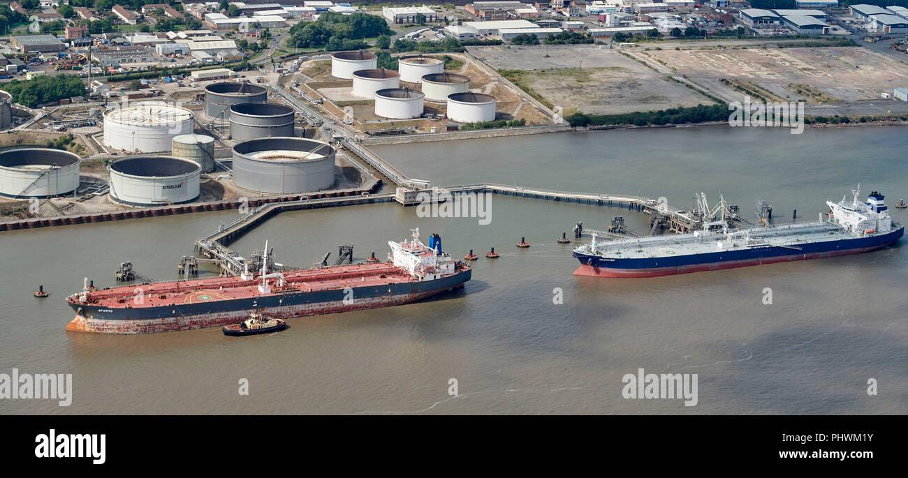 Le déchargement des pétroliers sur la Mersey, Liverpool, North West England, UK Banque D'Images