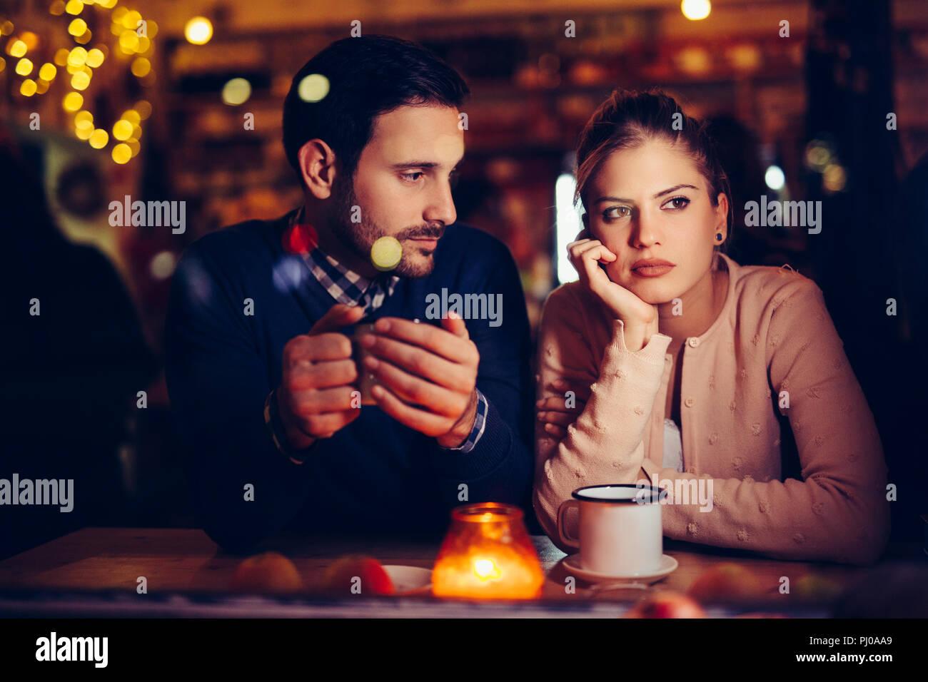 Triste couple having conflits et problèmes de rapport Photo Stock