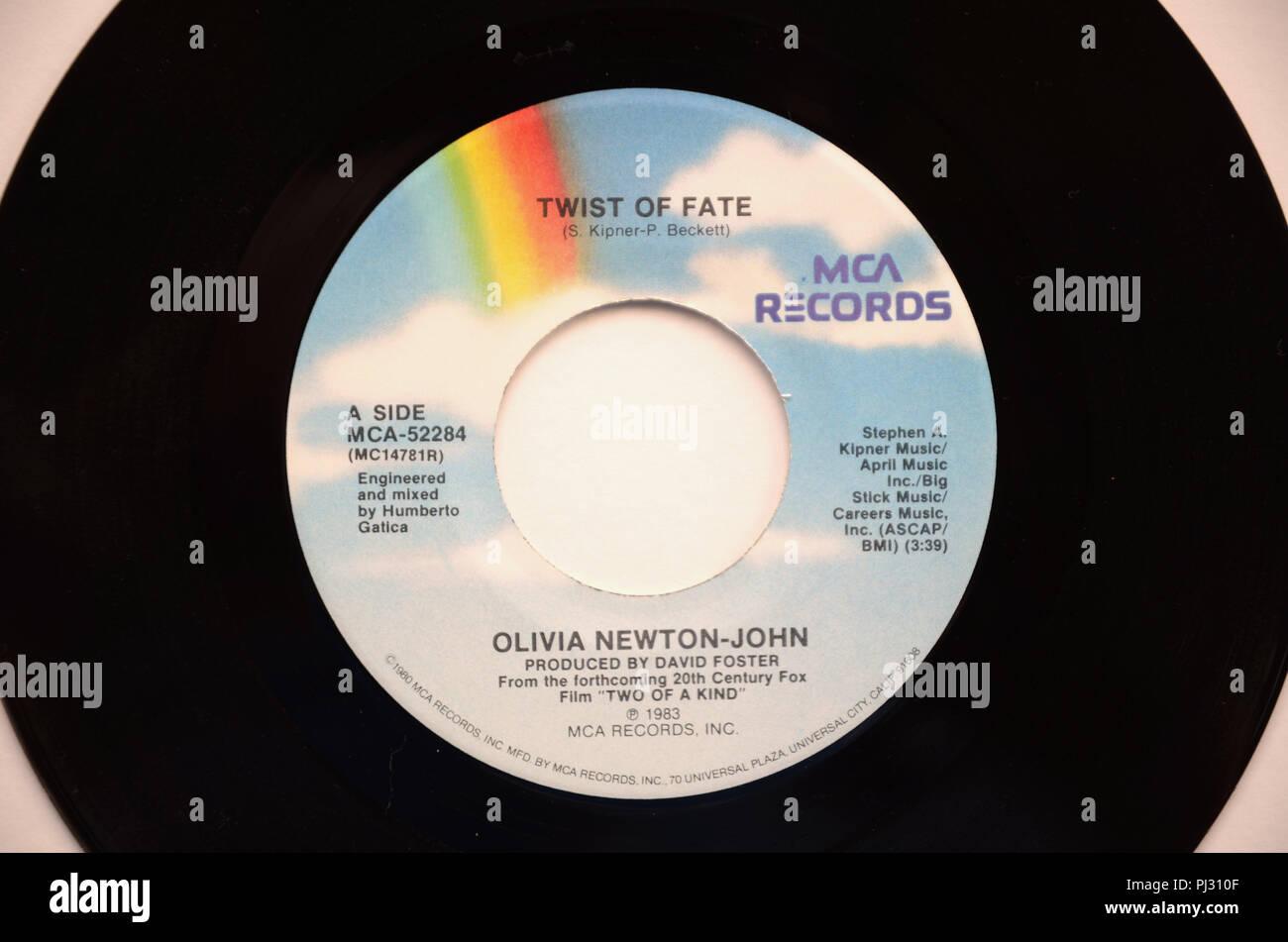 """Close-up du disque vinyle 45 tours de Olivia Newton-John's song """"coup du sort"""" publié en 1983 par MCA Records. Photo Stock"""