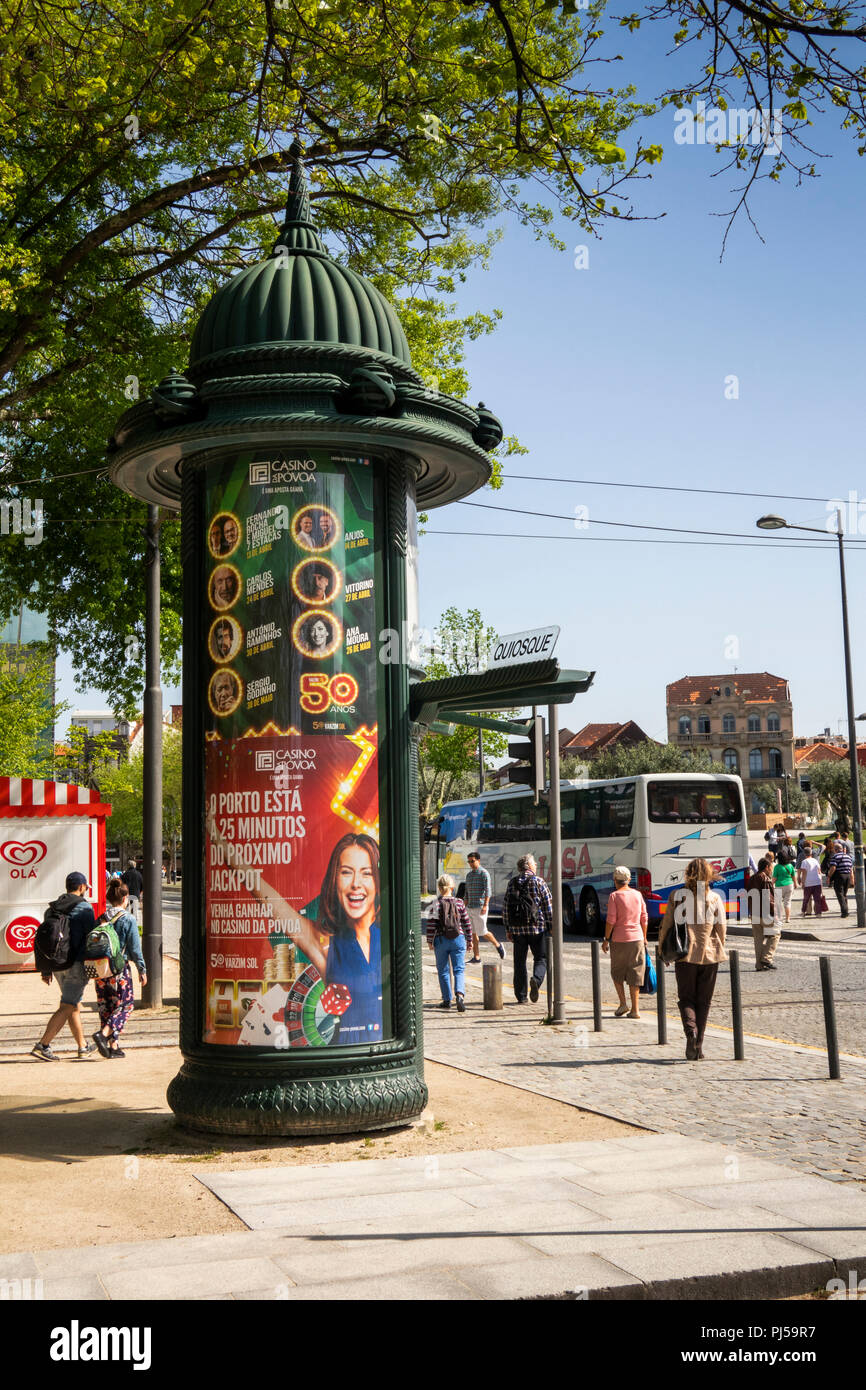 Portugal, Porto, Rua Augusto Rosa, Praha de Batalha, la place Batalha, affiches publicitaires Photo Stock