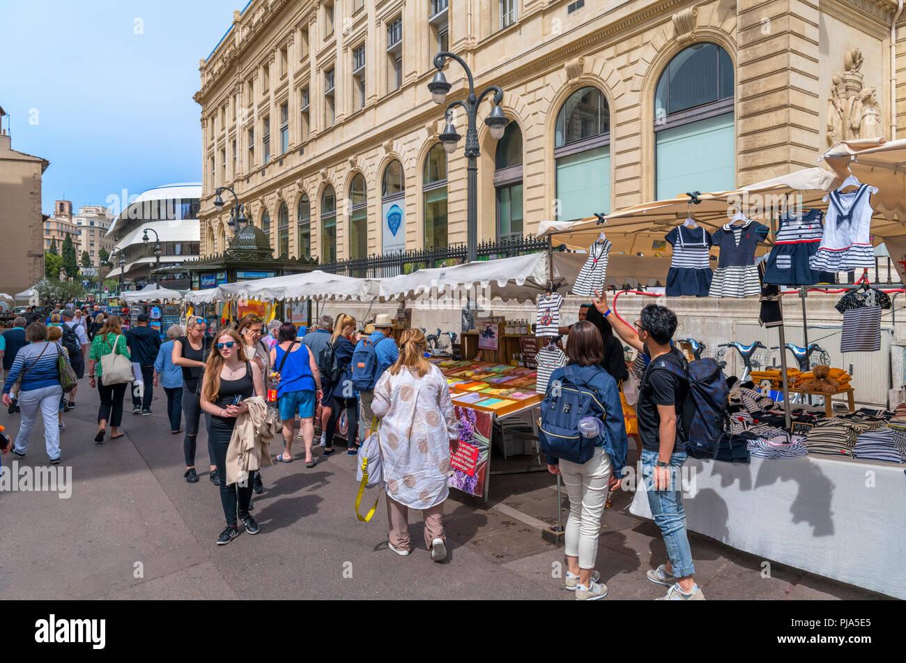 Sur le marché de rue Rue Reine Elisabeth dans le quartier de Vieux Port, Marseille, Provence-Alpes-Côte d'Azur, France Photo Stock