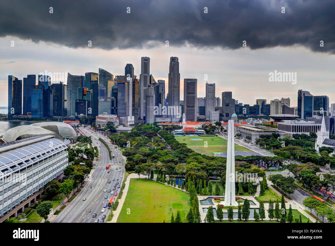 Nuage noir sur la zone centrale, Ville, Quartier Central des Affaires de Singapour CDB Photo Stock