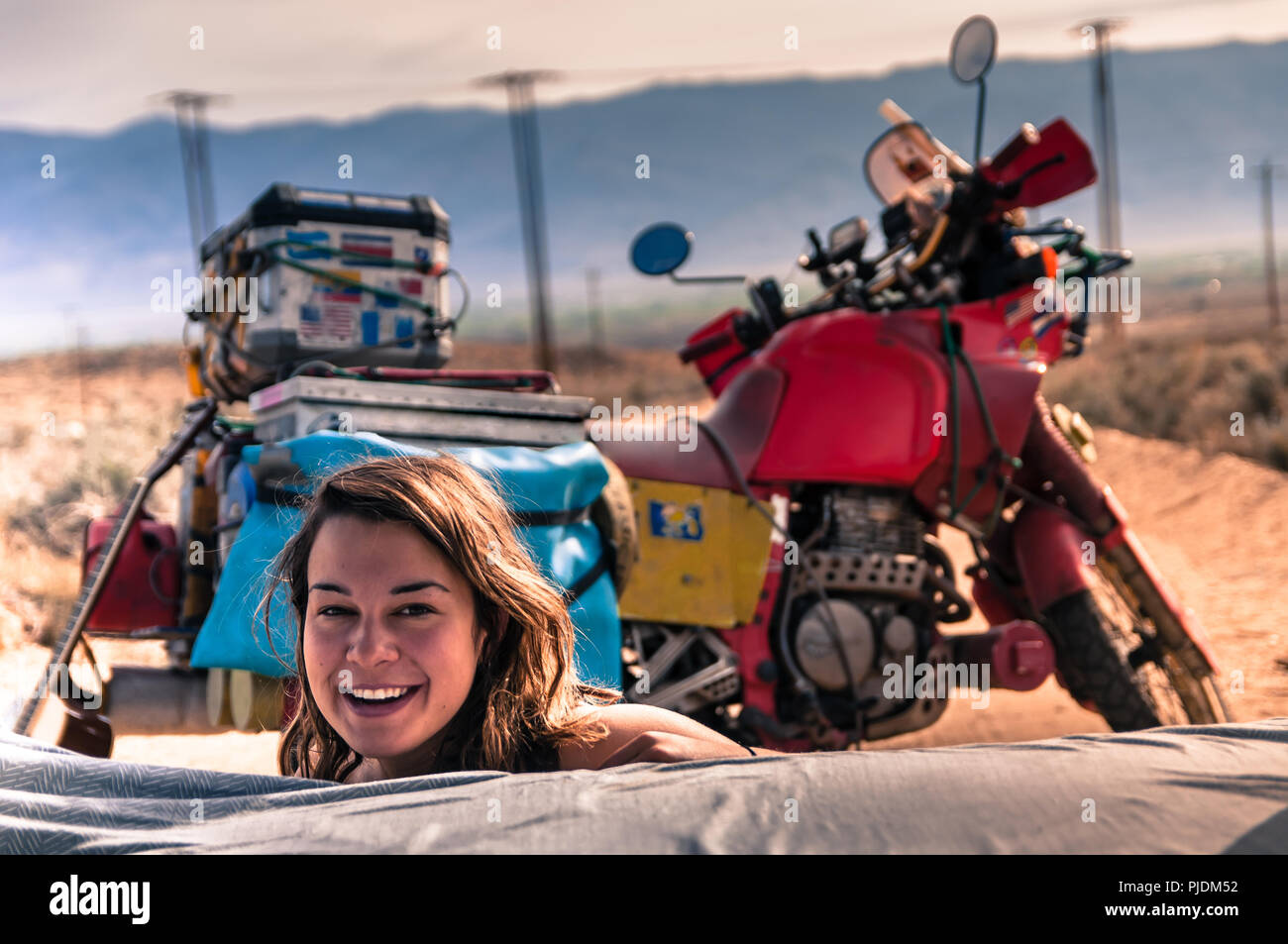 Camping Femme, Bishop, California, USA Banque D'Images