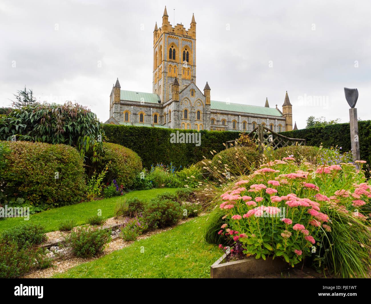 Abbaye de Buckfast bénédictin du côté de l'église vue depuis le jardin sensoriel Photo Stock