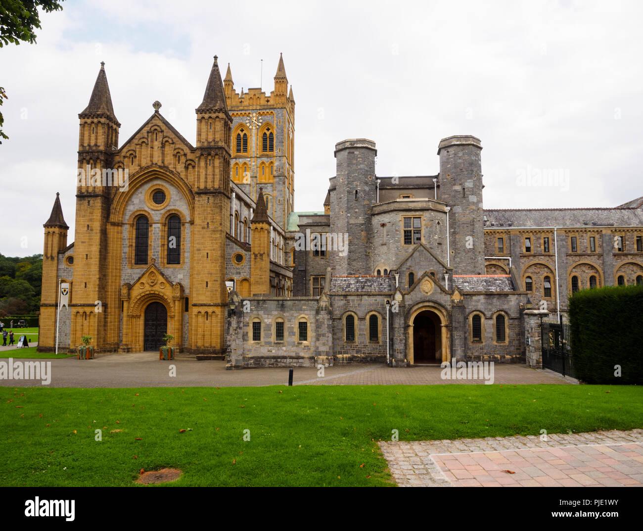L'église bénédictine abbaye de Buckfast et bâtiments du monastère vue frontale Photo Stock