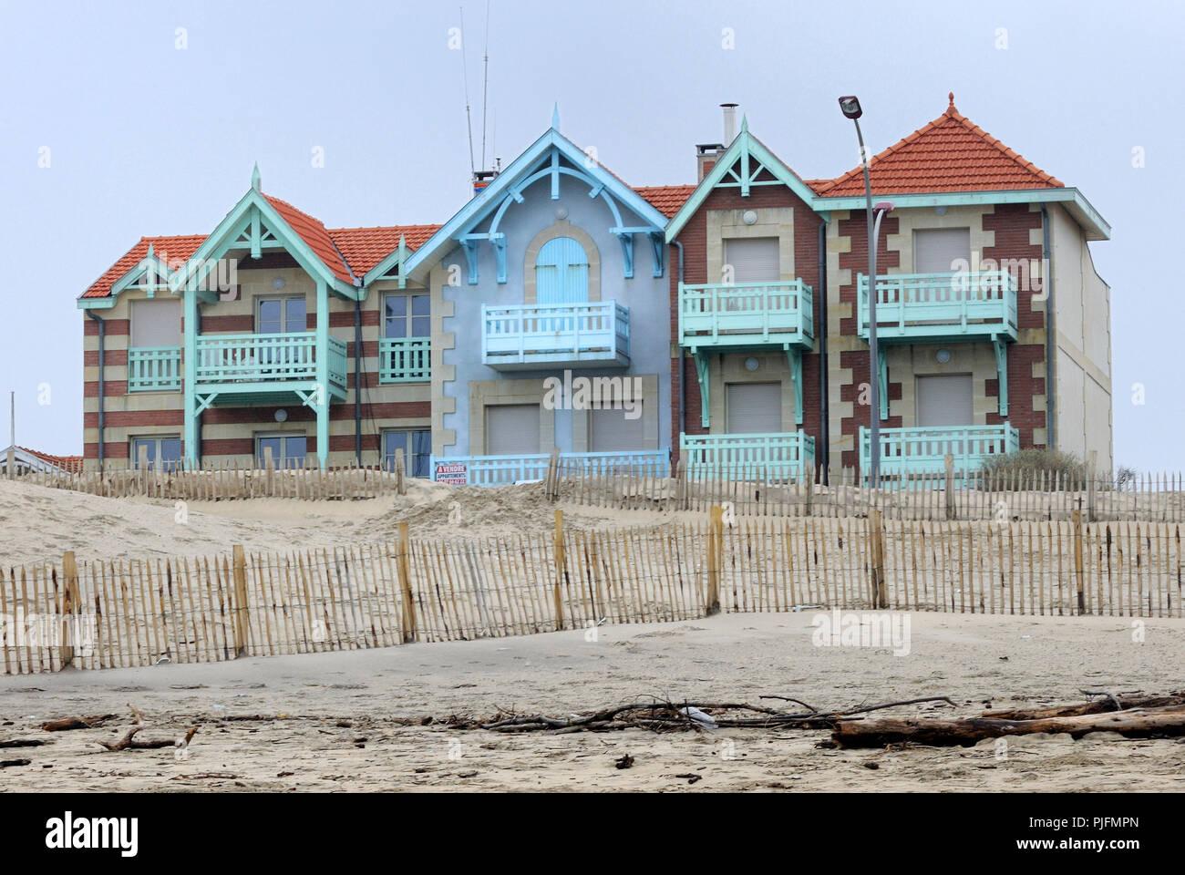 La France, le sud-ouest de la France, Côte Atlantique, maisons anciennes, d'une submersion par la mer thretened Photo Stock