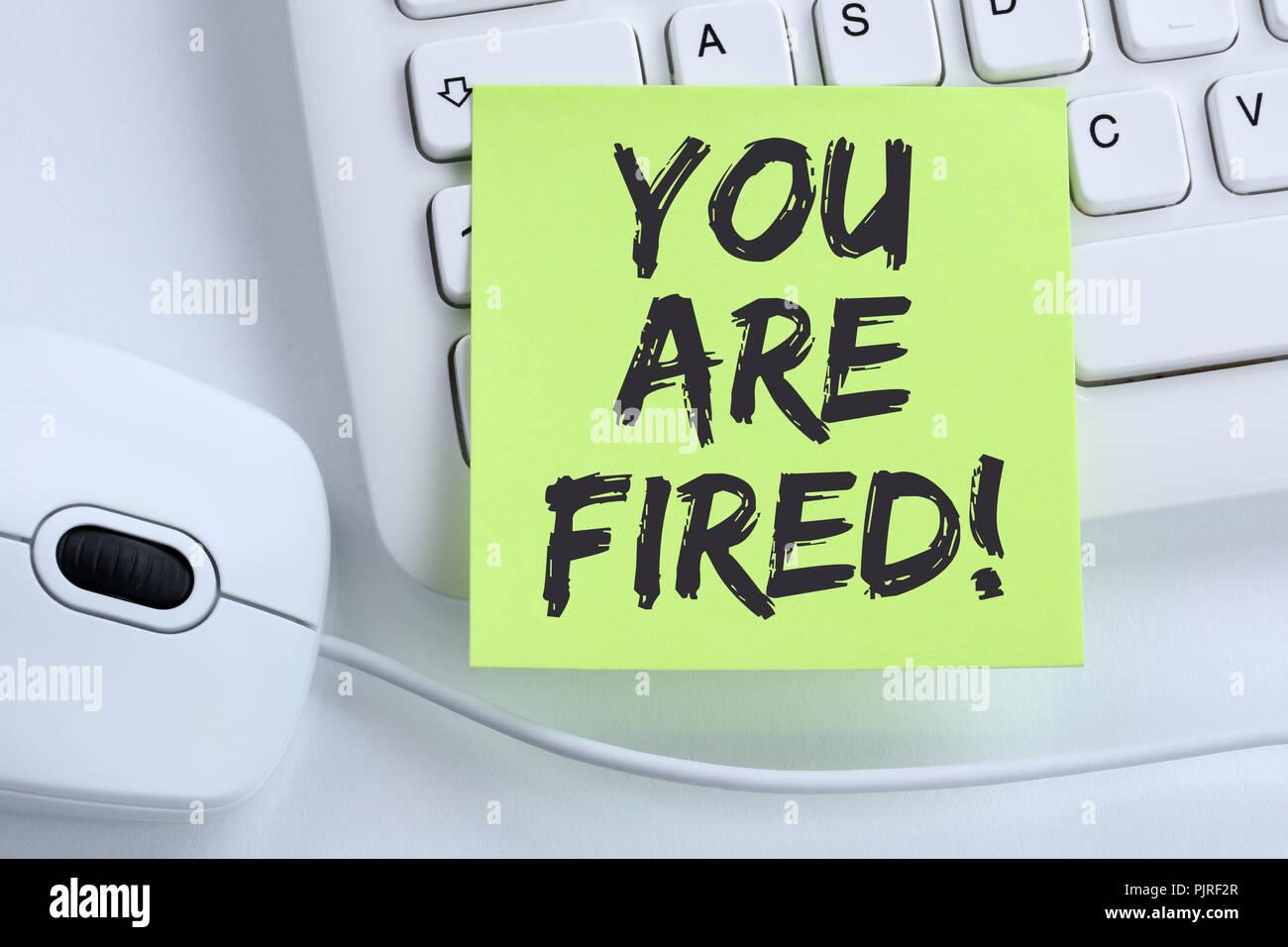 Vous êtes employé congédié de perdre de l'emploi, d'entreprise sans emploi travail souris clavier ordinateur concept Photo Stock