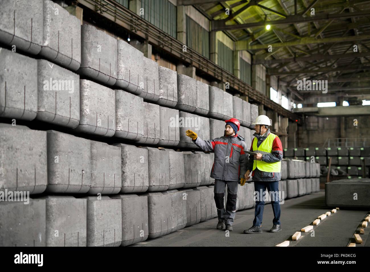 Les travailleurs de l'usine industrielle Banque D'Images