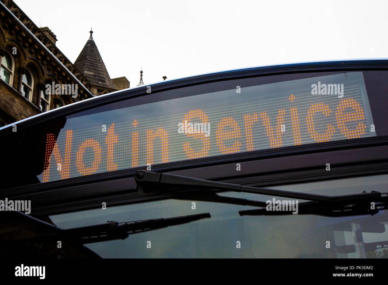 Pas un service à destination LED Enseigne sur un bus unique de Volvo à Huddersfield, West Yorkshire, Angleterre Photo Stock