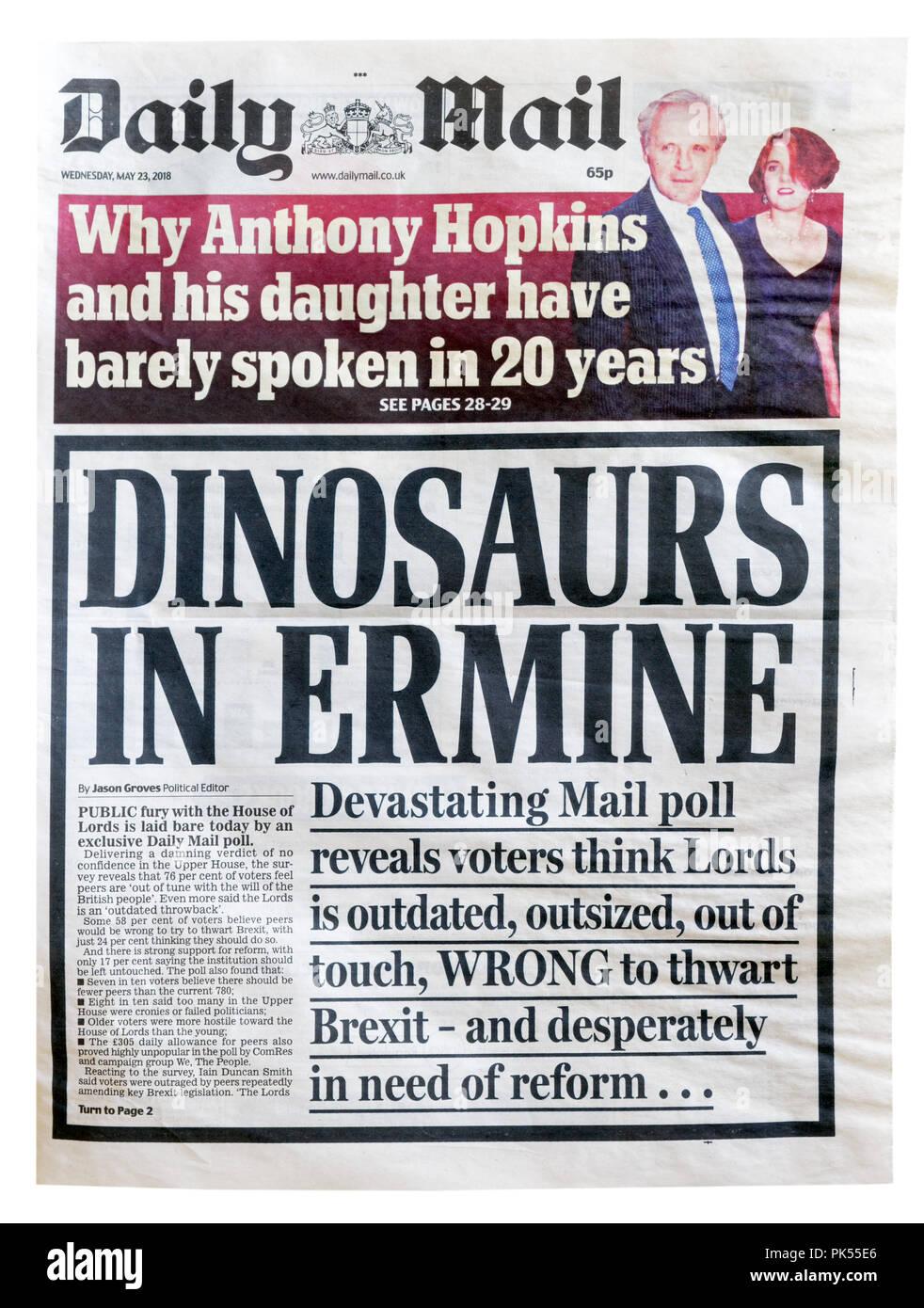 Première page du Daily Mail avec le titre Les dinosaures dans l'hermine, à propos de la réforme ou l'abolition de la Chambre des Lords Photo Stock