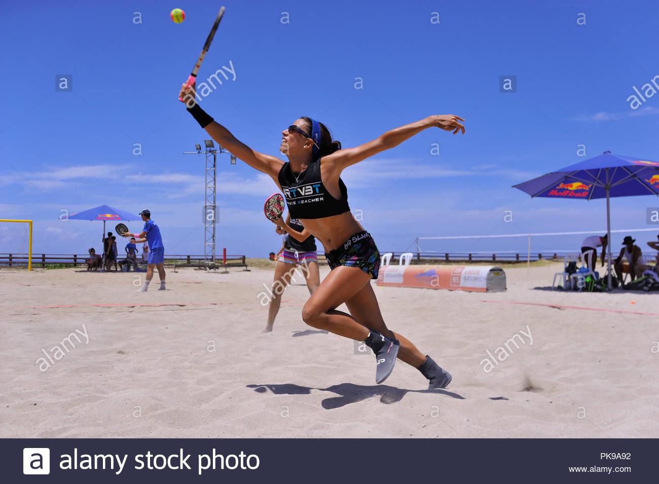 94b8855c2 Tournoi de beach tennis ITF 15000  - La réunion 2017 du CTFC Photo Stock