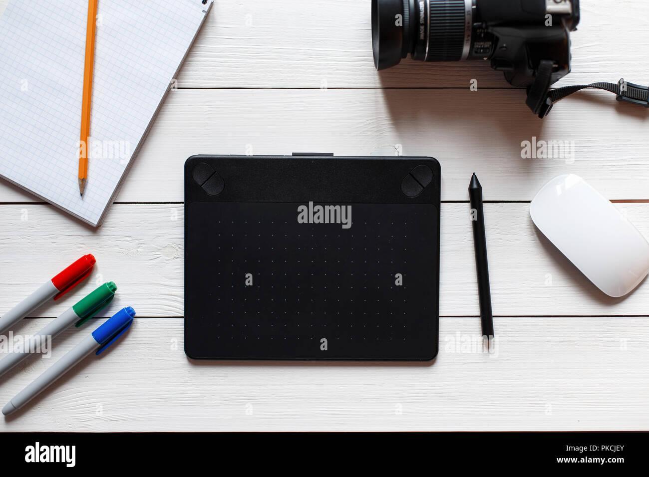 Artiste concept bureau tablette graphique appareil photo