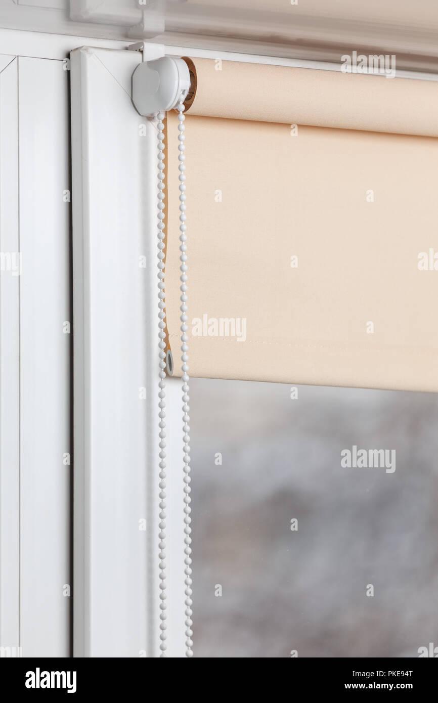 Photo De Rideau Pour Fenetre rideaux beige pour rouleau sur la fenêtre en plastique blanc