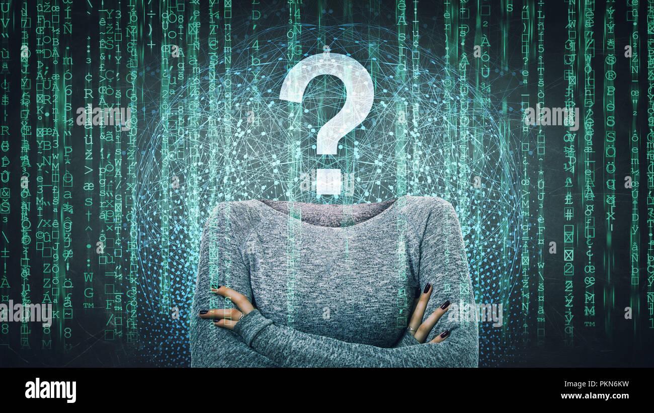 Image surréaliste comme une femme anonyme en ligne pirate internet face invisible avec stand avec mains croisées et point d'interrogation au lieu de tête, cachant l'identité Photo Stock