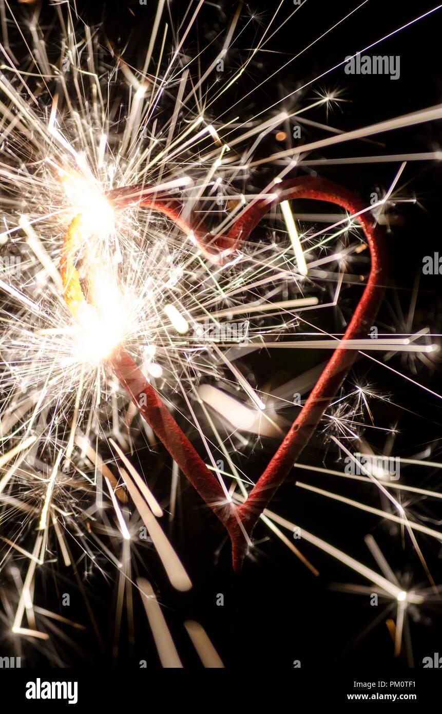 D'artifice en forme de coeur représente valentine concept. Banque D'Images