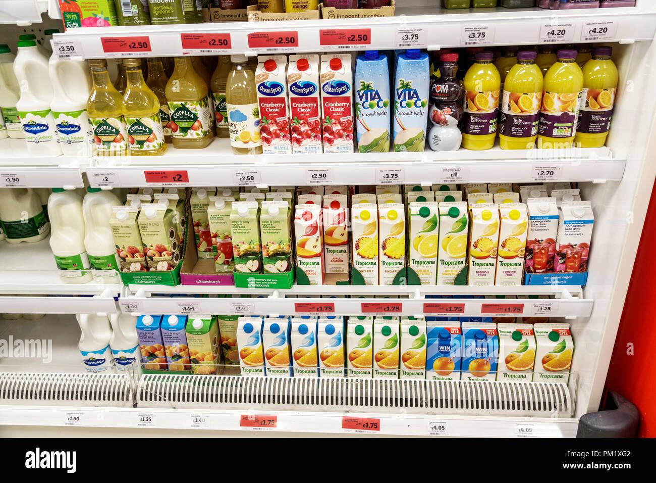 Londres Angleterre Grande-bretagne Royaume-Uni South Bank supermarchés  Sainsbury s convenience store intérieur réfrigérateur 8370cdf288ff
