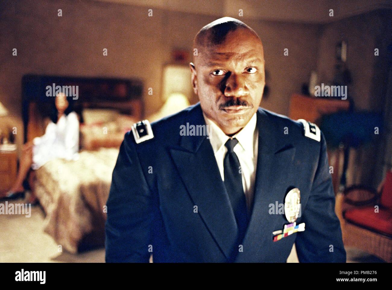 VING RHAMES stars comme L.A.P.D. Sous-chef Arthur Holland dans United Artists' drama bleu foncé. (2003) Photo Stock