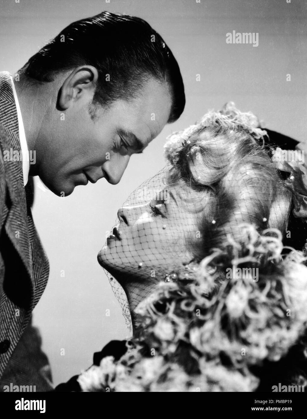 John Wayne et Marlene Dietrich dans 'Les déporteurs', 1942 Universal Pictures référence # 32603_175 THA Banque D'Images