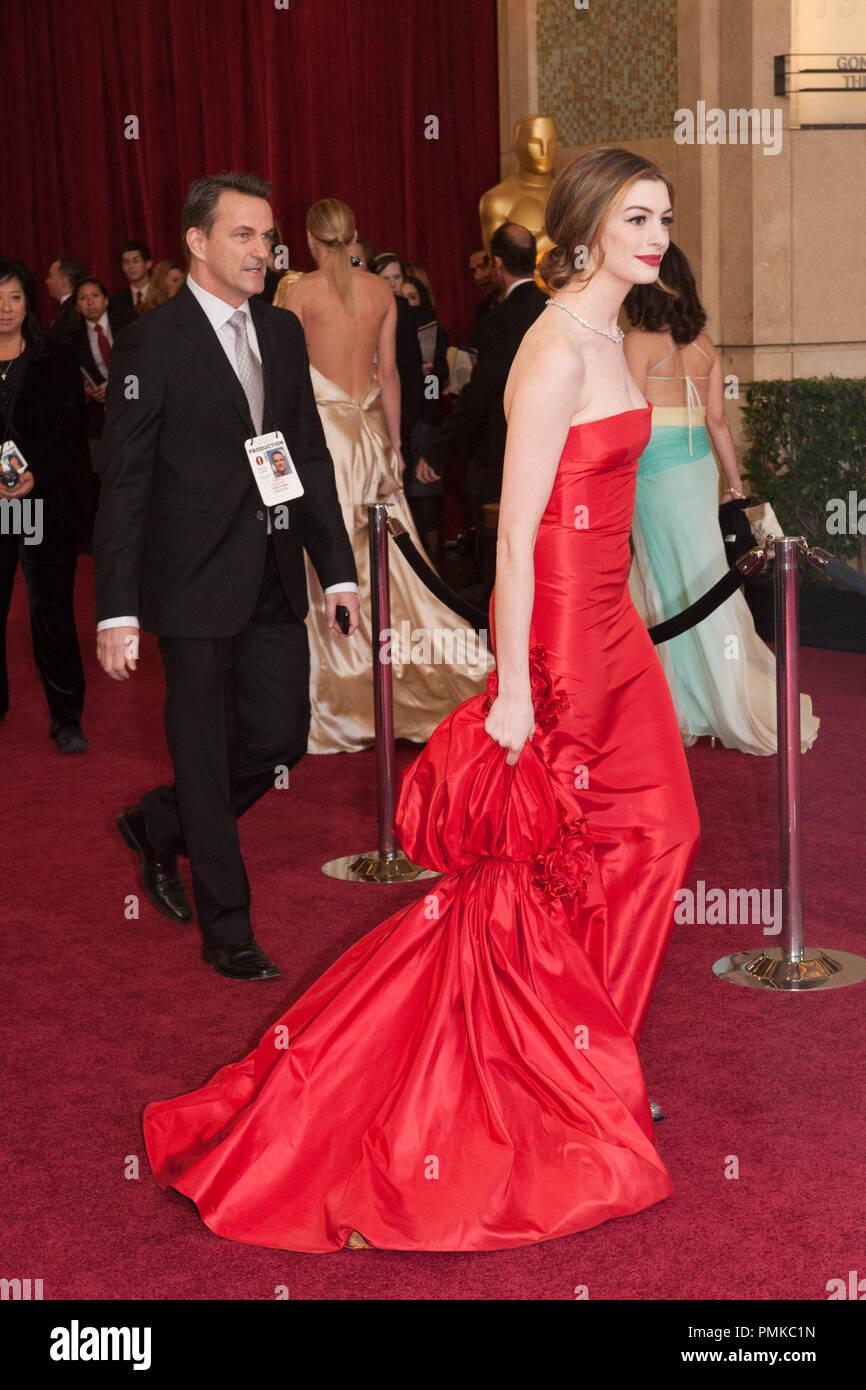 Anne Hathaway arrive pour la 83e Academy Awards annuels au Kodak Theatre à Hollywood, CA, le 27 février 2011. Référence de fichier # 30871_063 pour un usage éditorial uniquement - Tous droits réservés Photo Stock
